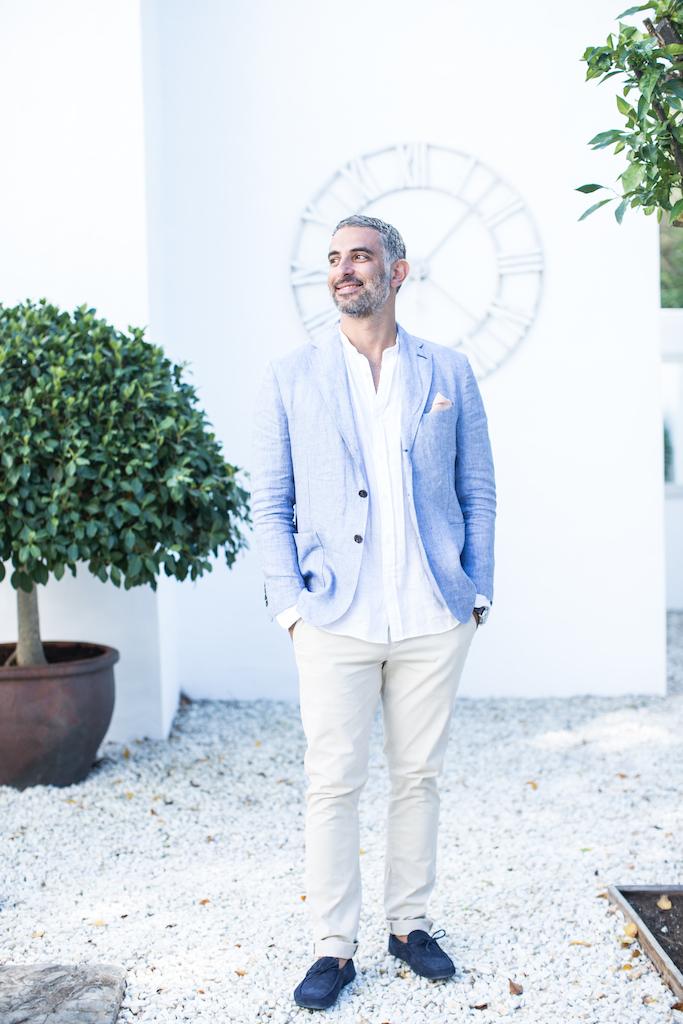 Lores groom Aurelio